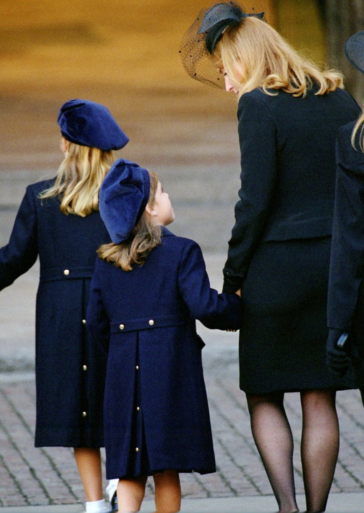UNITED KINGDOM - SEPTEMBER 06:  Sarah, Duchess of York with her daughters Princess Eugenie and Princess Beatrice arrive at Westminster Abbey for Princess Diana's funeral, The Princesses are wearing matching blue coats and beret-style hats  (Photo by Tim Graham/Getty Images)