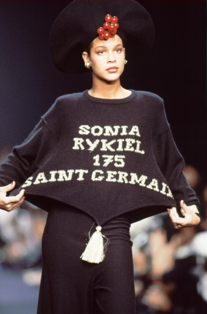 PARIS, FRANCE - OCTOBER: A model walks the runway at the Sonia Rykiel Ready to Wear Spring/Summer 1989-1990 fashion show during the Paris Fashion Week in October, 1989 in Paris, France. (Photo by Victor VIRGILE/Gamma-Rapho via Getty Images)