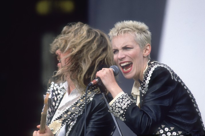 Dave Stewart and Annie Lennox of Eurythmics perform in Pearly King and Queen outfits, circa 1989. (Photo by Dave Hogan/Hulton Archive/Getty Images)