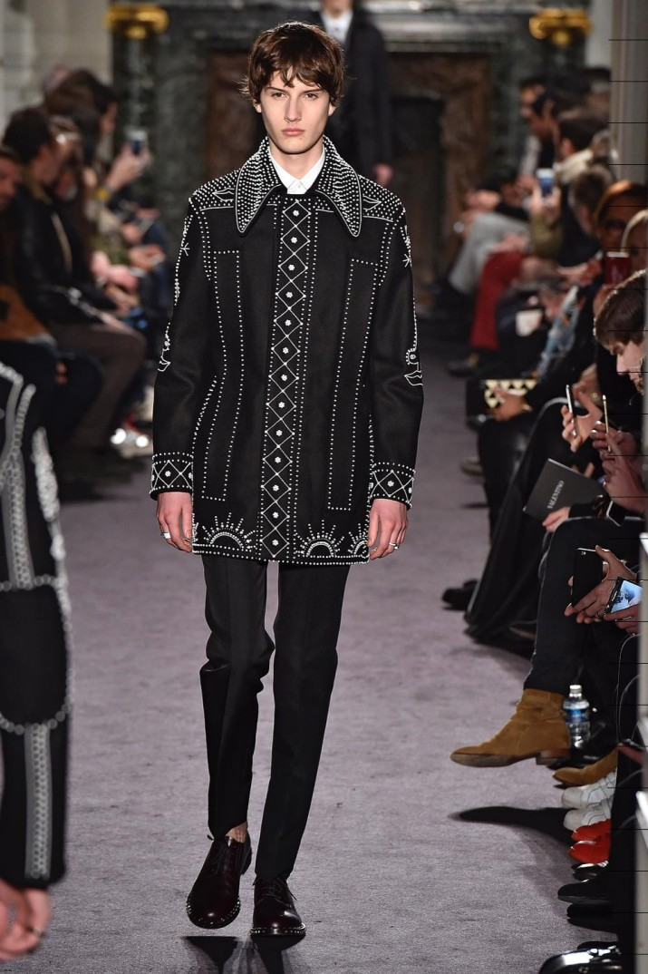 PARIS, FRANCE - JANUARY 20: A model walks the runway at the Valentino Autumn Winter 2016 fashion show during Paris Menswear Fashion Week on January 20, 2016 in Paris, France. (Photo by Catwalking/Getty Images)