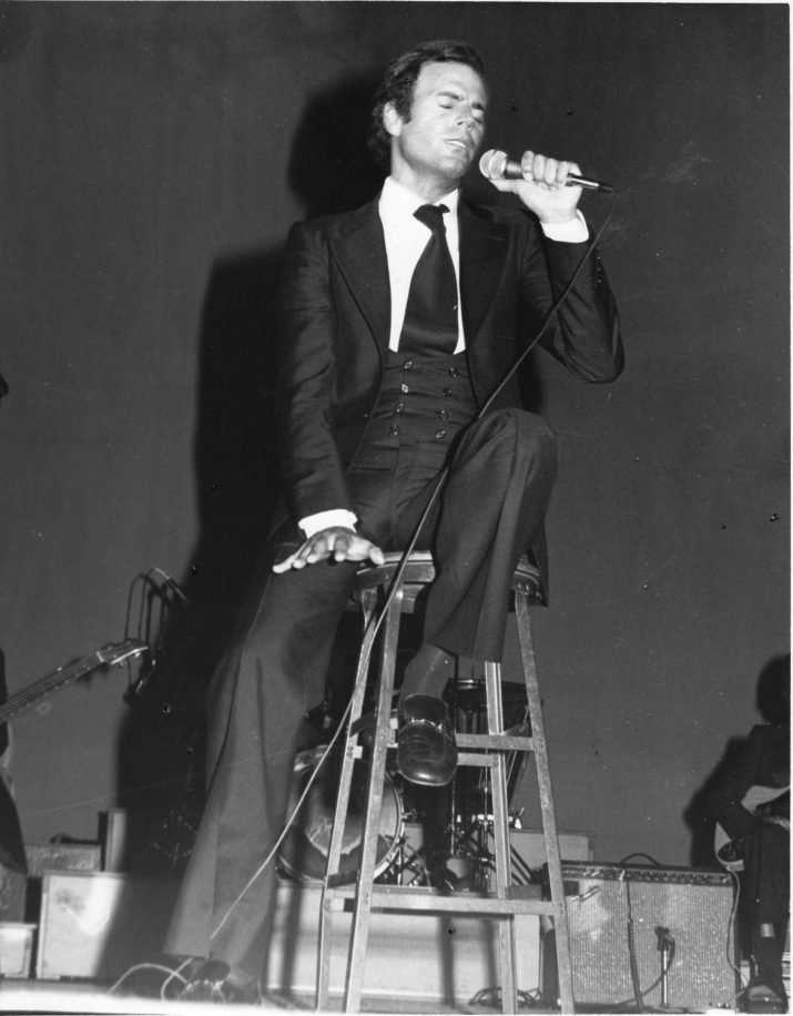 Julio Iglesias performs on stage in 1975 in the United States. (Photo by Gilles Petard/Redferns)
